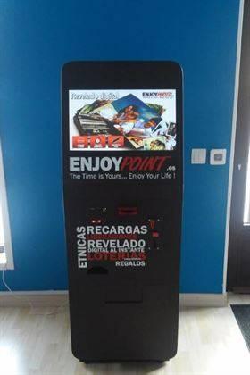 Kiosco fotográfico con recargas de móvil, pines para juegos, liberación de moviles…