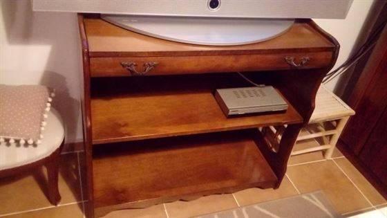 Vendo Mueble antiguo para TV u otros servicios