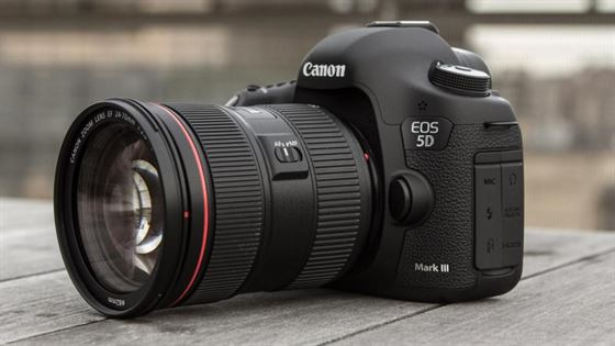 Canon EOS 5D Mark III DSLR