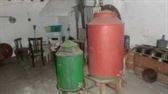 Dos tinajas de latón para aceite